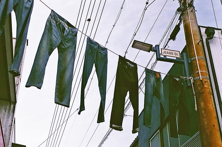 Jeans Street Hanging Jeans