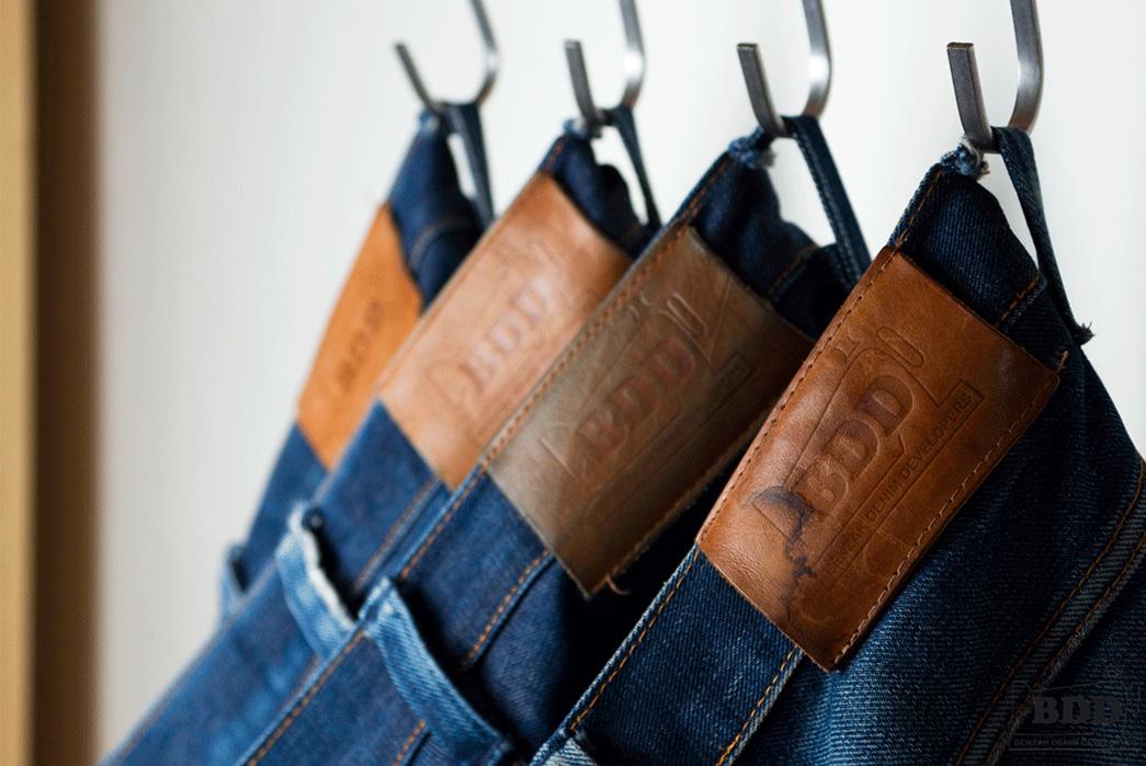 dutch-raw-denim-benzak-denim-developers-atelier-tossijn-hangers