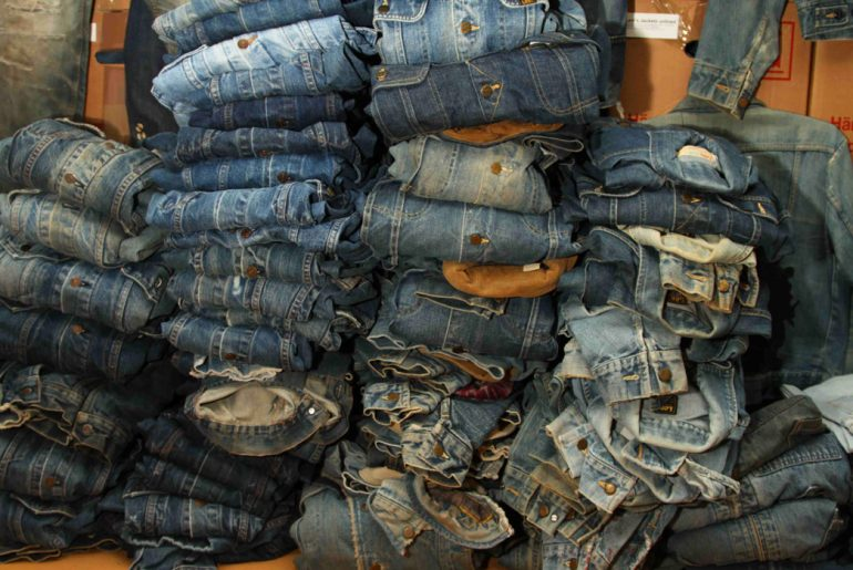 ultimate-denim-collection-the-jeans-museum-packed