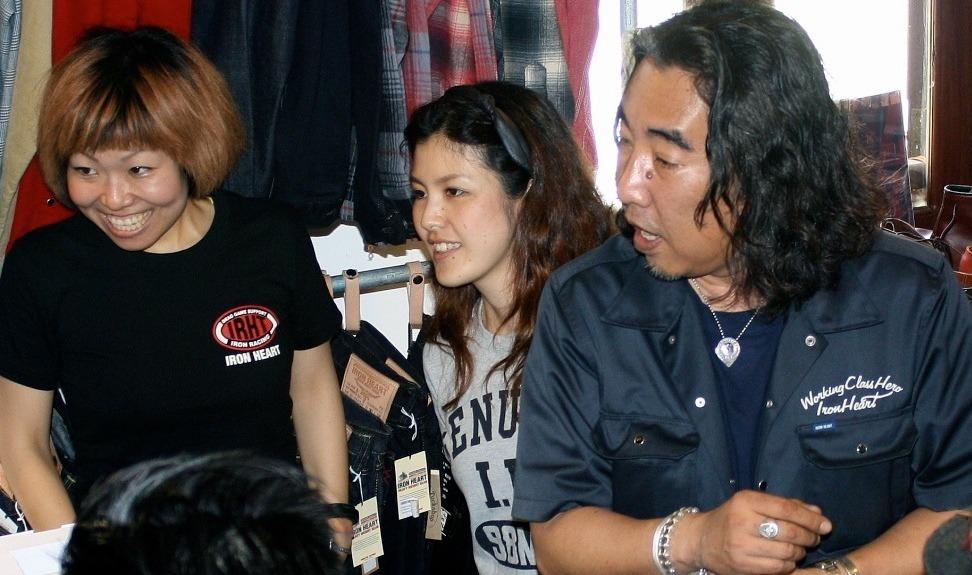 Tomoko-chan, Sarina-chan and Haraki-san(right)