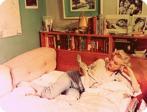 marilyn monroe reads to jeans