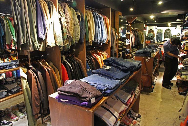 Safari 3rd Store Inside