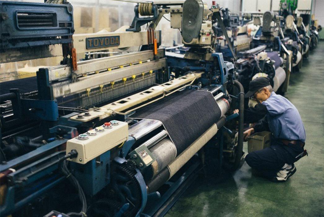 3sixteens-tour-of-kuroki-mills-denim-from-start-to-finish-controling-big-rolled-string