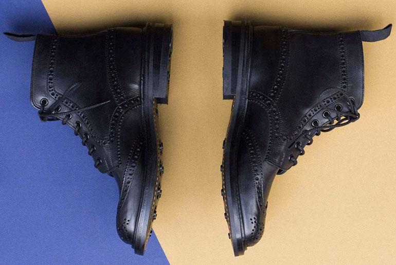 tenue-de-nimes-x-trickers-all-black-stow-boot