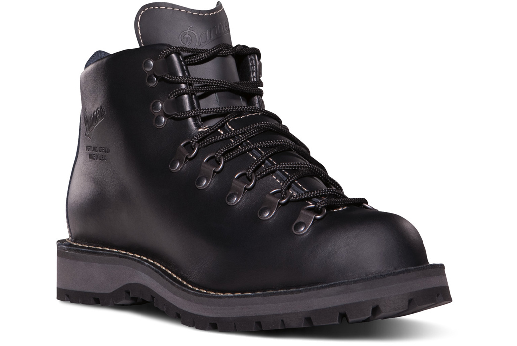 "Danner Boots ""Spectre"" Mountain Light II Giveaway"