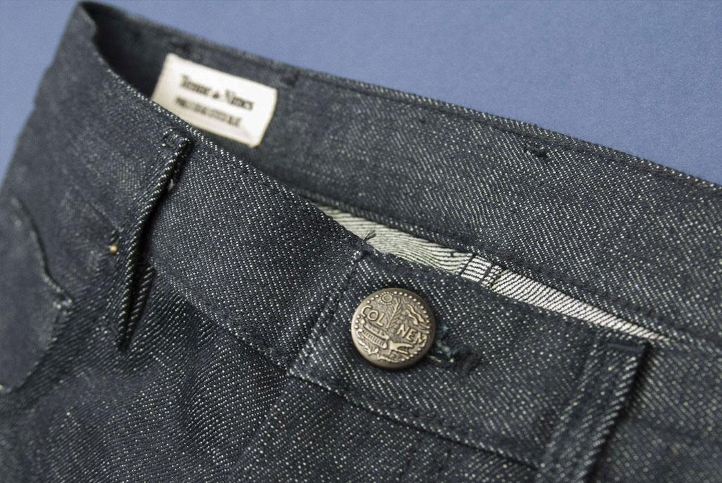 Tenue-de-Nimes-Dead-Stock-Blue-Jeans-Waist-Button