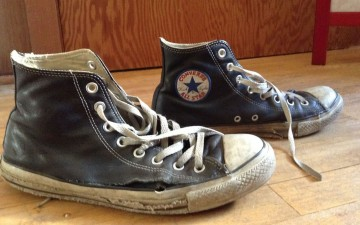 converse-leather-chuck-taylor-all-star-sneakers-side