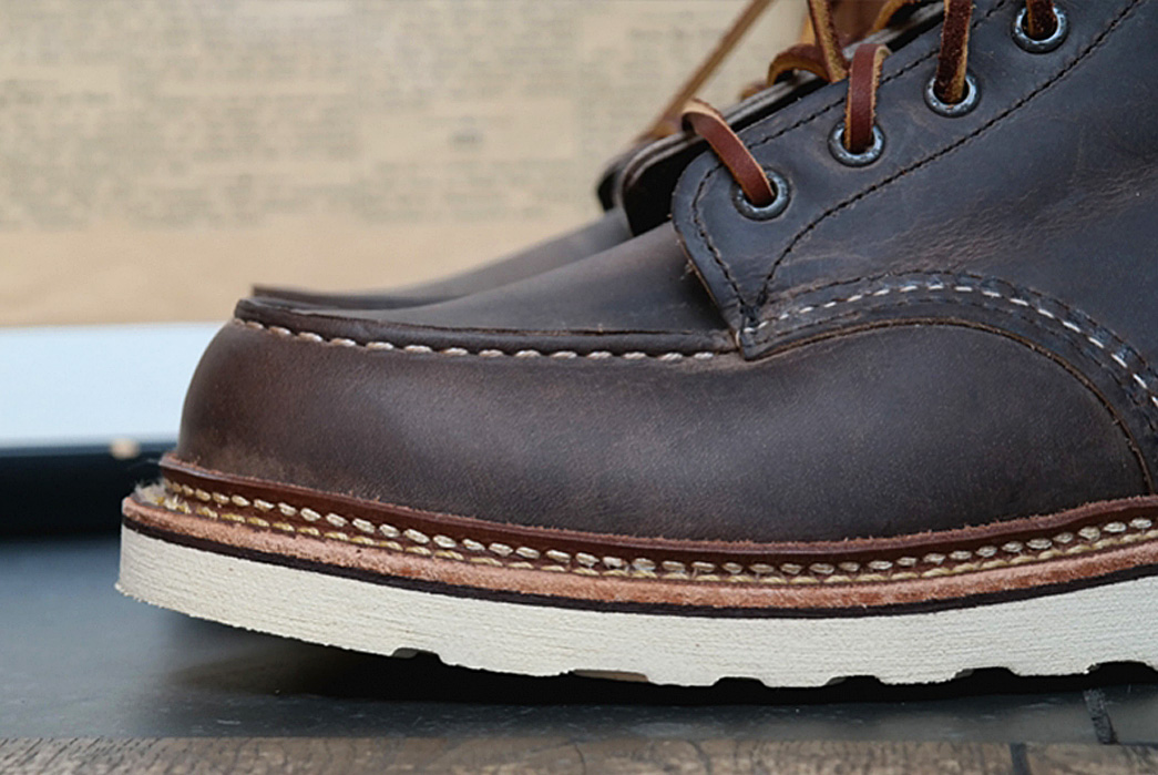 fav-red-wing-heritage-8883-classic-moc-6-concrete-rough-tough-leather-side-detail