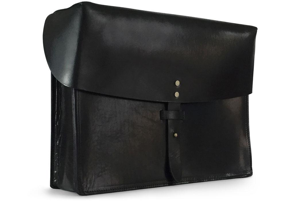 jackson-wayne-black-8oz-leather-messenger-bag-side