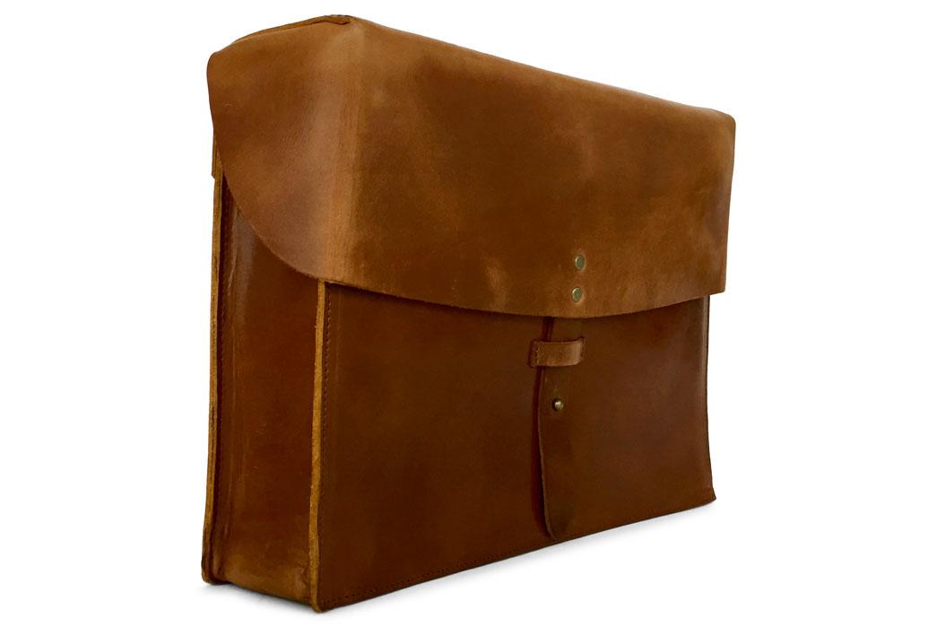 jackson-wayne-saddle-tan-8oz-leather-messenger-bag-side