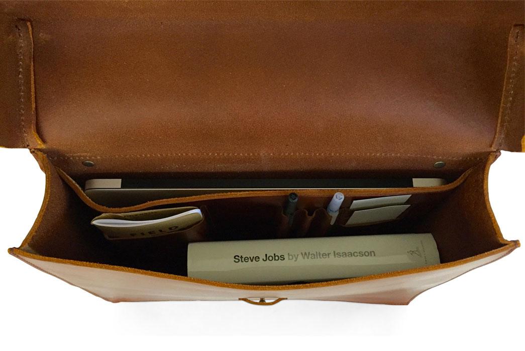 jackson-wayne-saddle-tan-8oz-leather-messenger-bag-top-interior