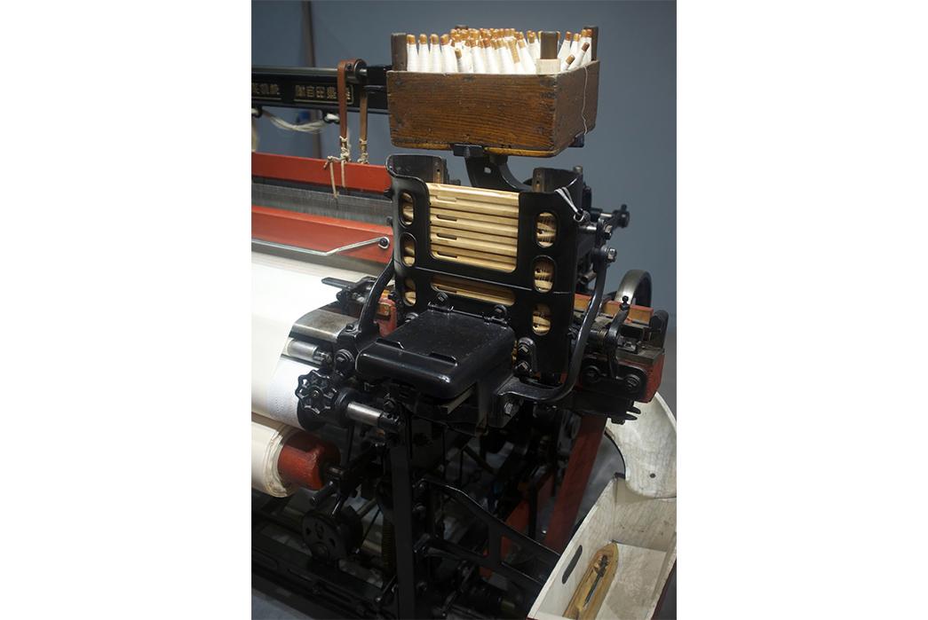 the-weekly-rundown-automatic-bobbin-change-mechanism