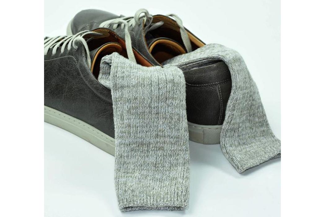 american-trench-random-plait-crew-socks-white-on-black-shoes