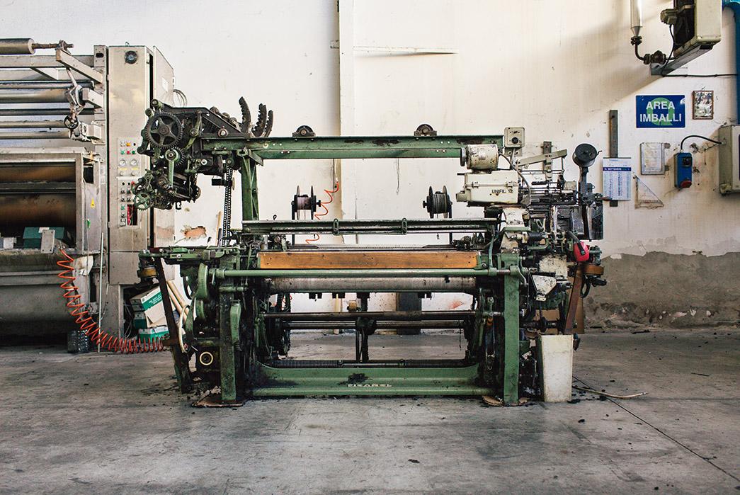italian-denim-mill-berto-showcases-their-spring-18-offerings-sewing-machine-2