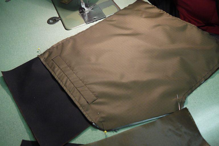 kluane-hand-pockets