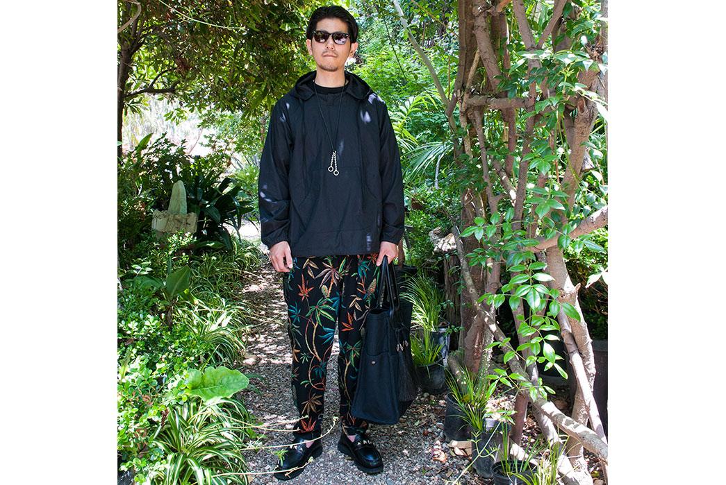 Monitaly-Spring-Summer-2017-Lookbook-male-in-dark-jacket