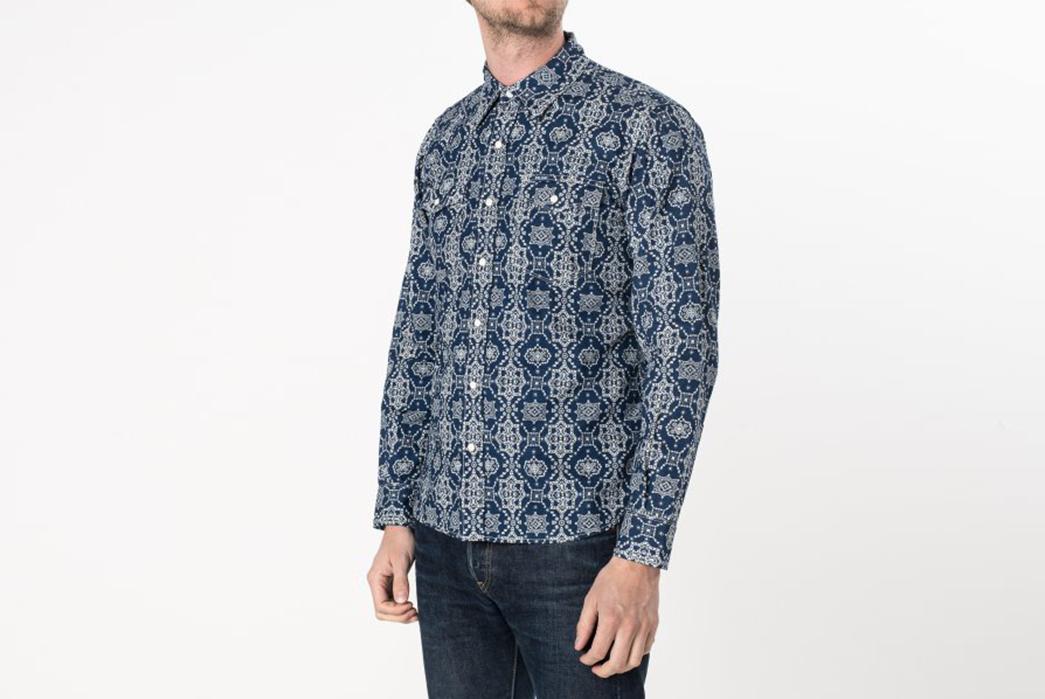 Iron-Heart-IHSH-17-IND-Indigo-Guardian-Bell-Print-5.5oz-Selvedge-Chambray-Western-Shirt-model-side