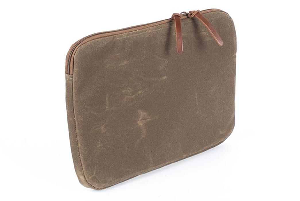 Wood-&-Faulk-Waxed-Canvas-Atlas-Laptop-Sleeves-back