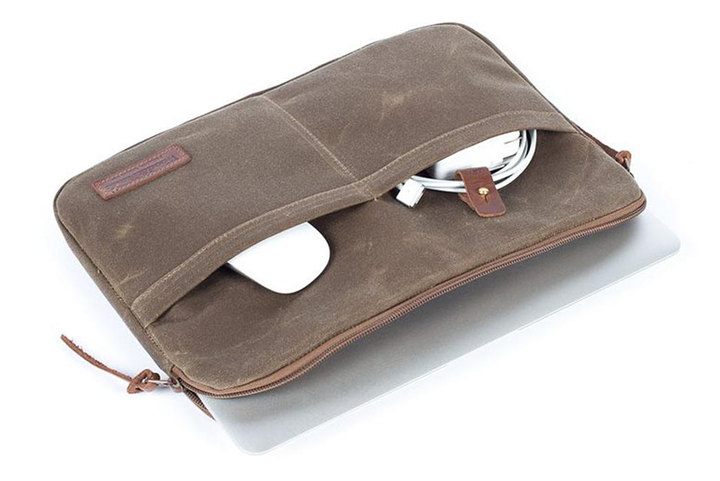 Wood-&-Faulk-Waxed-Canvas-Atlas-Laptop-Sleeves-inside