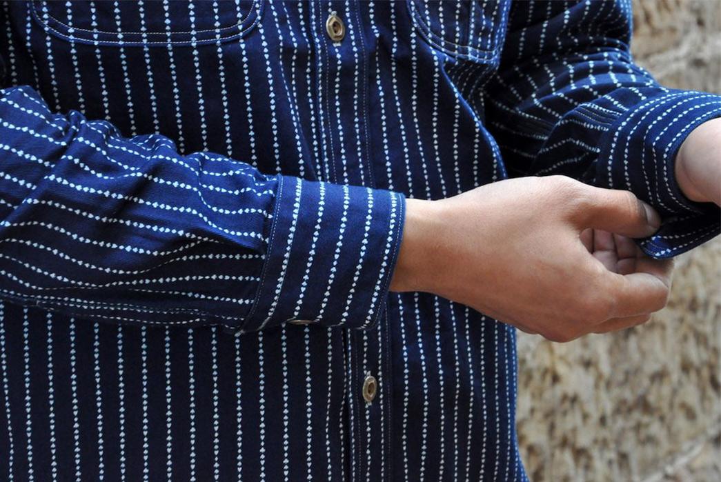 Jelado-10oz-Indigo-Dyed-'Poker'-Wabash-Shirt-model-front-sleeve