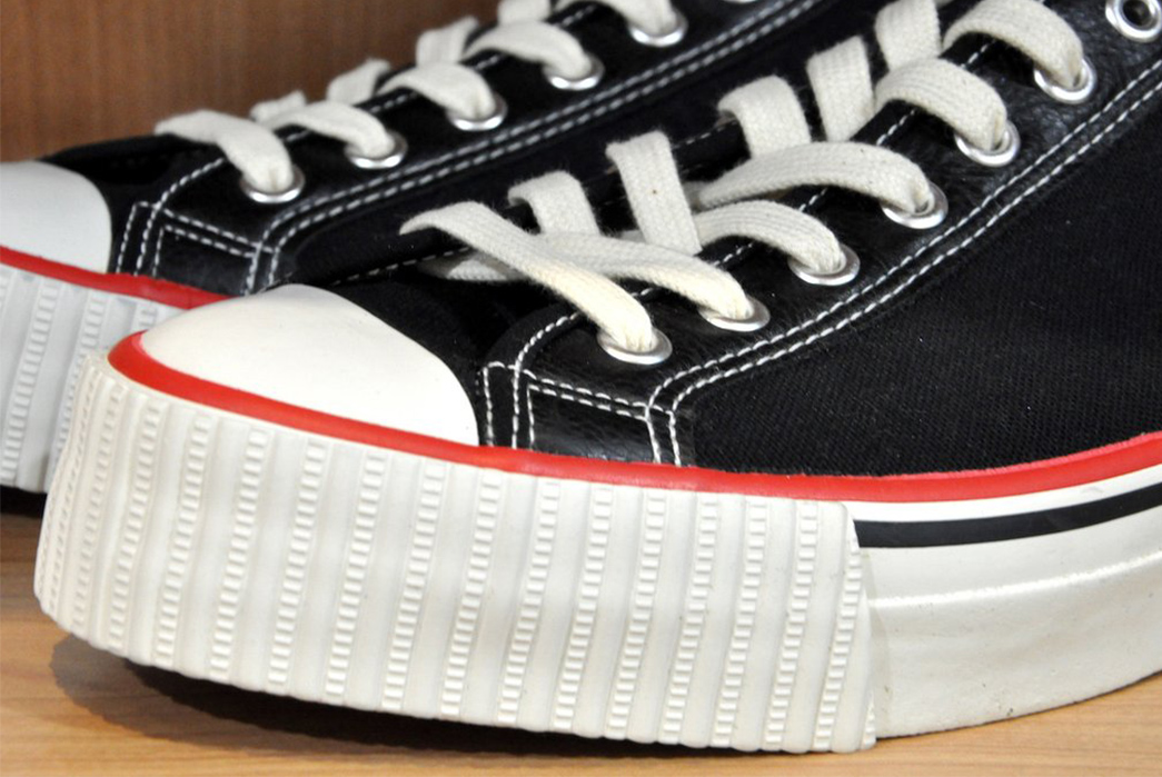 Warehouse-Flies-Low-With-Their-Flyers-Sneakers-black-pair-front-side-detailed