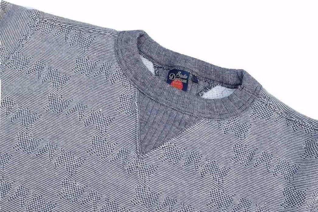 studio-dartisan-pig-jacquard-loopwheeled-sweatshirt-front-angle-collar