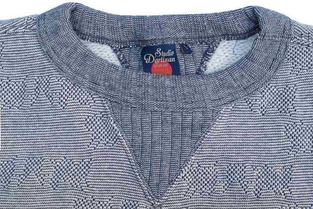 studio-dartisan-pig-jacquard-loopwheeled-sweatshirt-front-collar