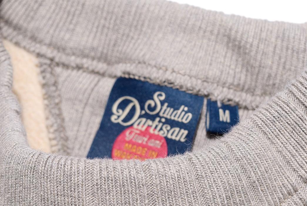 studio-dartisan-suvin-gold-loopwheel-sweatshirt-front-collar-with-inside-label