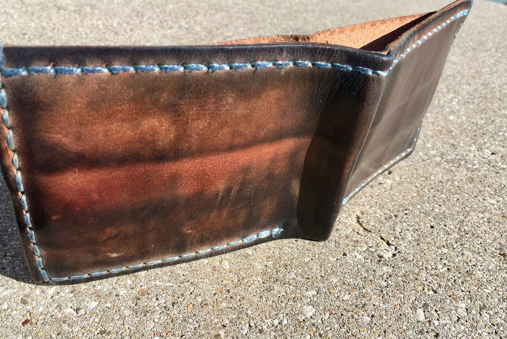 fade-of-the-day-corter-classic-bifold-2-years-open-back