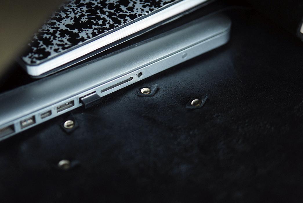 Unmarked-Back-Briefcase-inside-bag-laptop-and-copybook-detailed