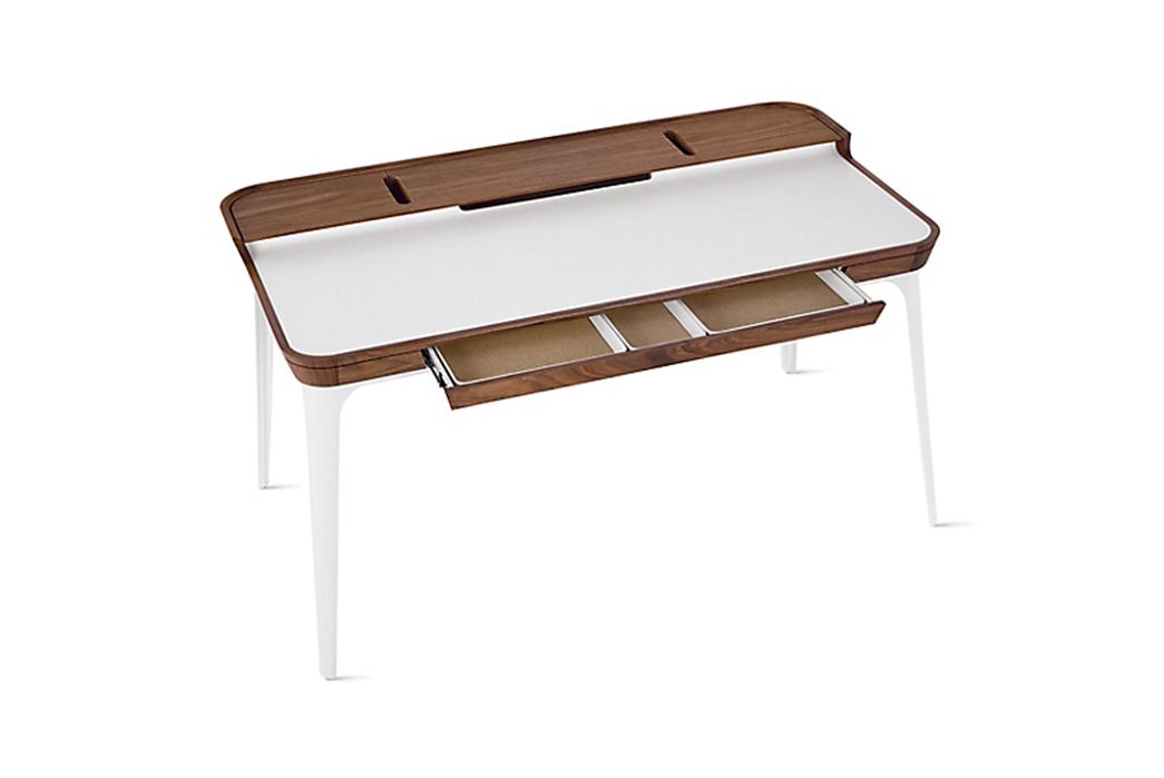 Simple-Desks---Five-Plus-One-2)-Herman-Miller-Airia-Desk