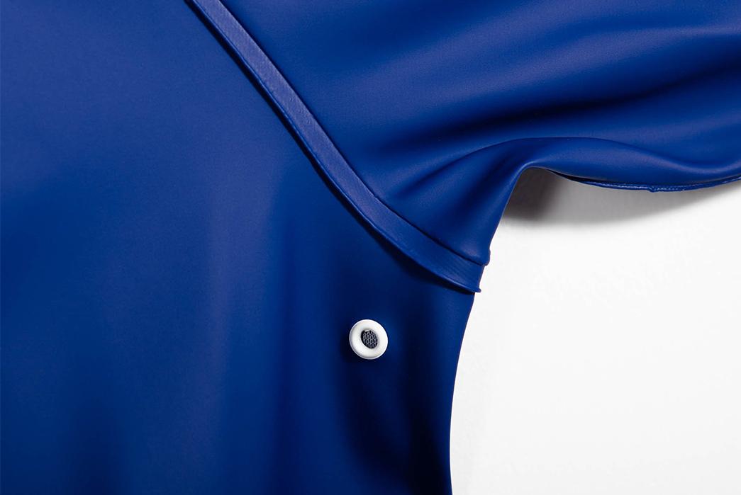 Pray-for-Rain-Albatroz-Raincoat-blue-sleeve