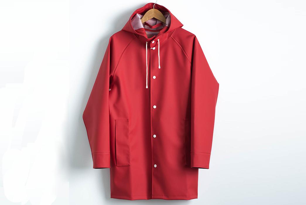 Pray-for-Rain-Albatroz-Raincoat-red-front