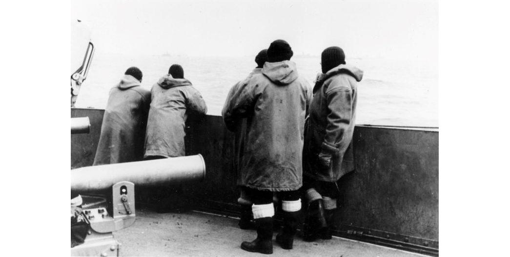 duffle-history-Naval-seamen-on-deck-during-World-War-II
