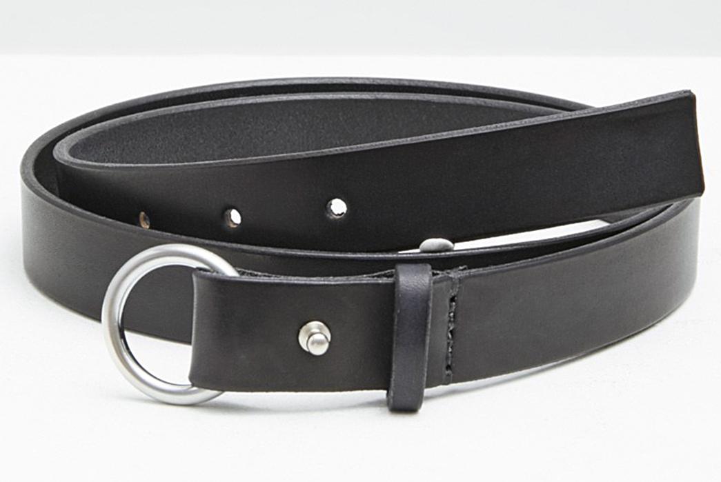 Simple-Black-Leather-Belts---Five-Plus-One-4)-Maximum-Henry-Slim-Loop-Ring-Belt