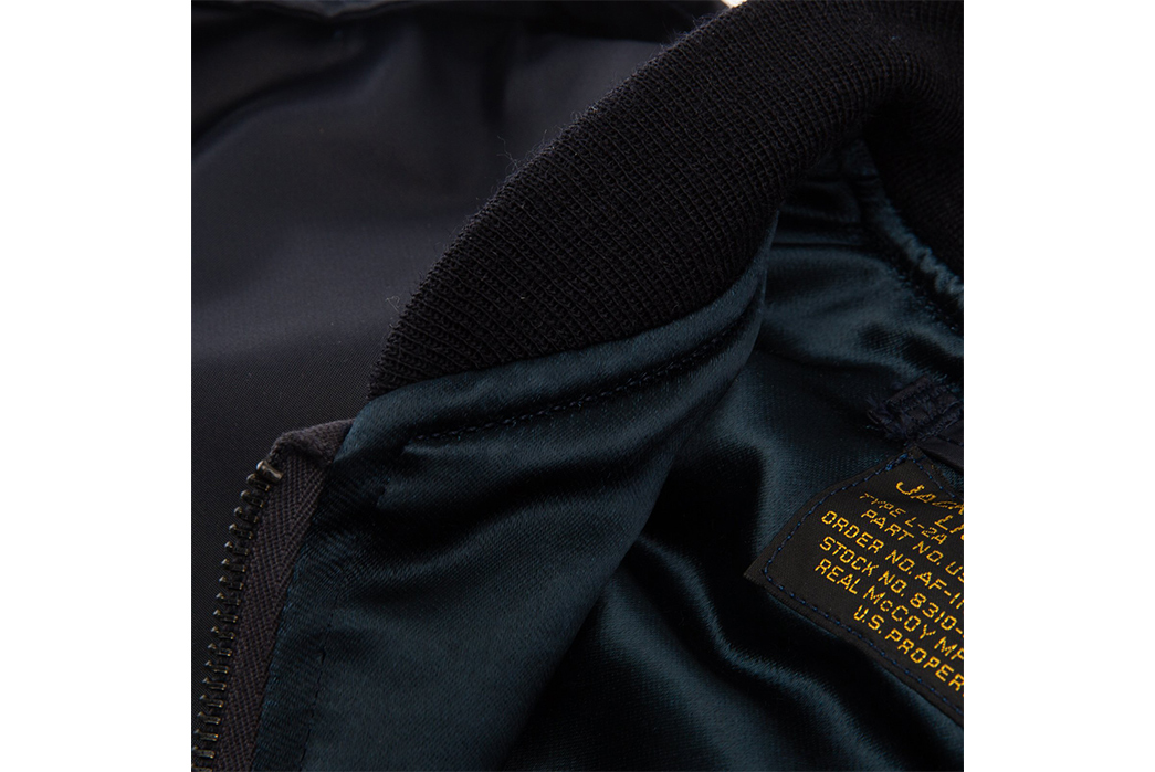 The-Real-McCoy's-Type-L-2A-Flight-Jacket-collar