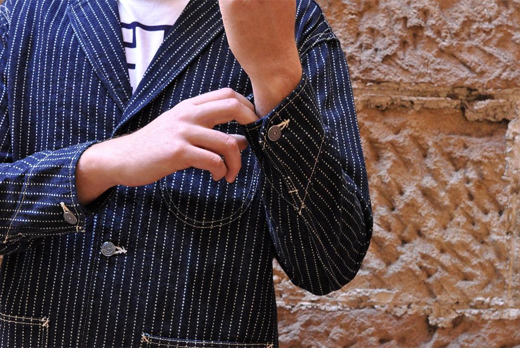 The-Flat-Head-12oz.-Indigo-Dyed-Wabash-Blazer-model-front-sleeve