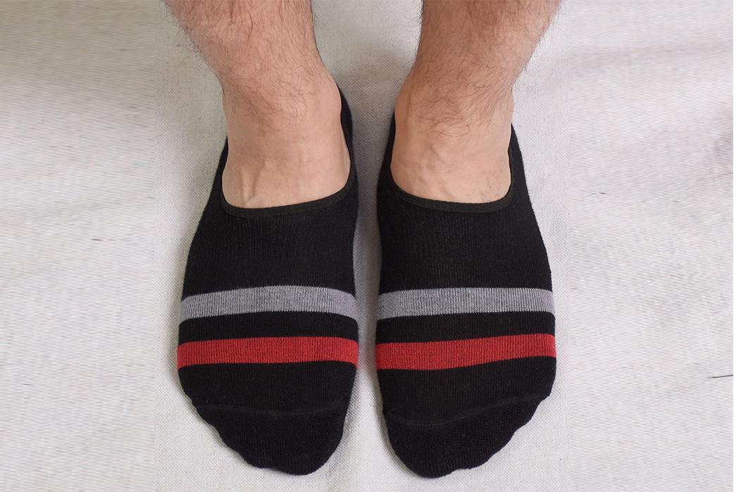 American-Trench-Kennedy-No-Show-Socks-blackon-model