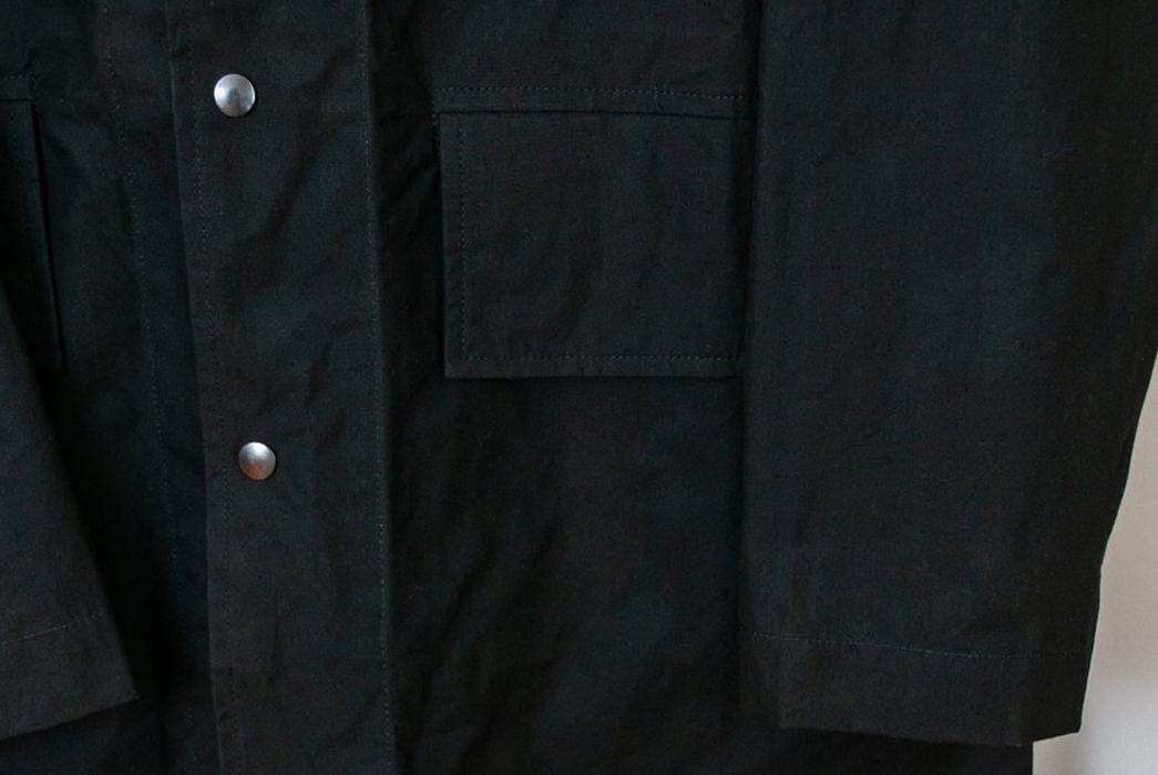 Margaret-Howell-Simple-Mac-front--right-shoulder-black