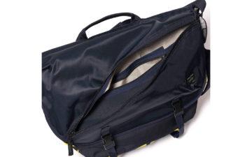 Techwear-Messenger-Bags---Five-Plus-One-3)-Porter-Things-Messenger-Bag-open