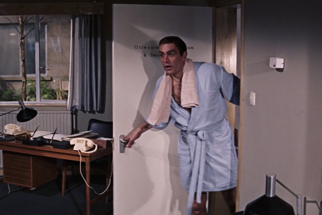 Textile-Tales-Terrycloth-Sean-Connery-as-James-Bond-in-a-different-terrycloth-piece.-Image-via-Bondsuits.