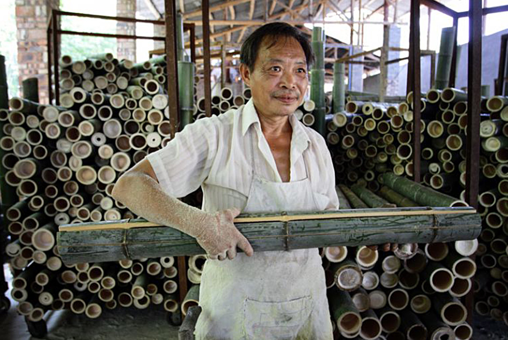 The-Necessity-of-Natural-Fibers---Cotton,-Wool,-and-Linen-Worker-in-China-with-bamboo.-Image-via-Pulitzer-Center.