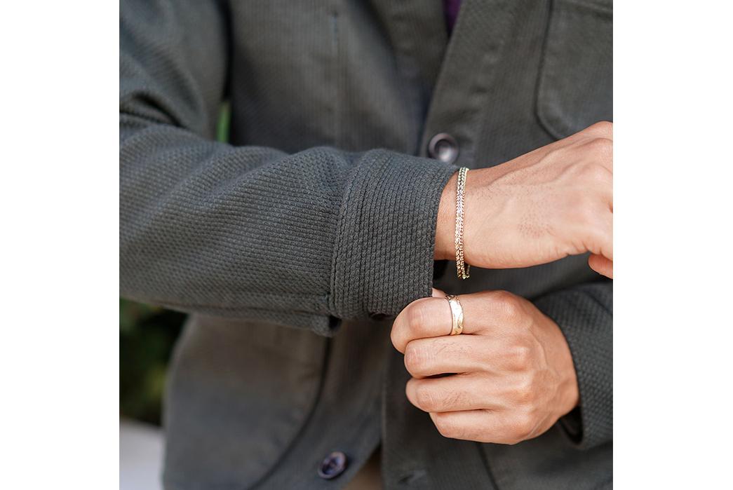 Epaulet-Does-Up-The-Doyle-Jacket-in-Olive-Sashiko-model-sleeves
