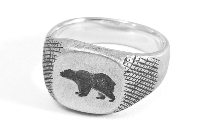 877-Workshop-Crafts-A-Signet-Ring-For-Ondura</a>