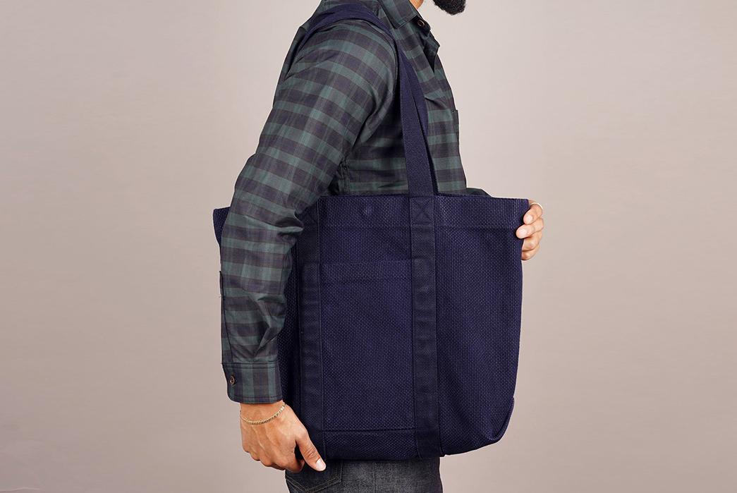 Epaulet-Crafts-a-Super-Heavyweight-Sashiko-Tote-Bag-model-blue