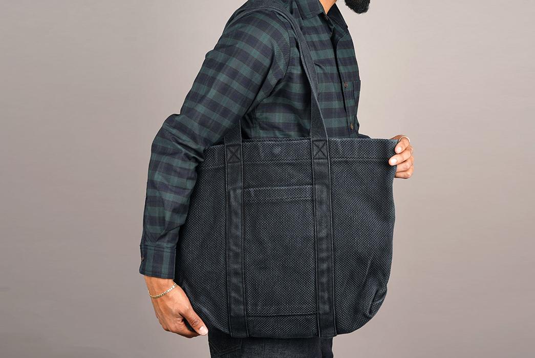 Epaulet-Crafts-a-Super-Heavyweight-Sashiko-Tote-Bag-model-grey-2