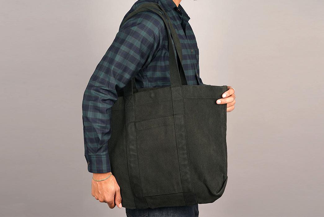 Epaulet-Crafts-a-Super-Heavyweight-Sashiko-Tote-Bag-model-grey