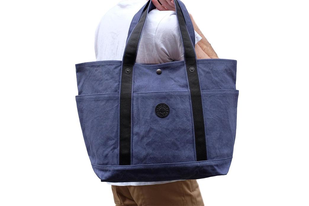 Takeyari-Canvas-Large-Tote-Bags-Are-Big-'n'-Waterproof-blue-on-shoulder