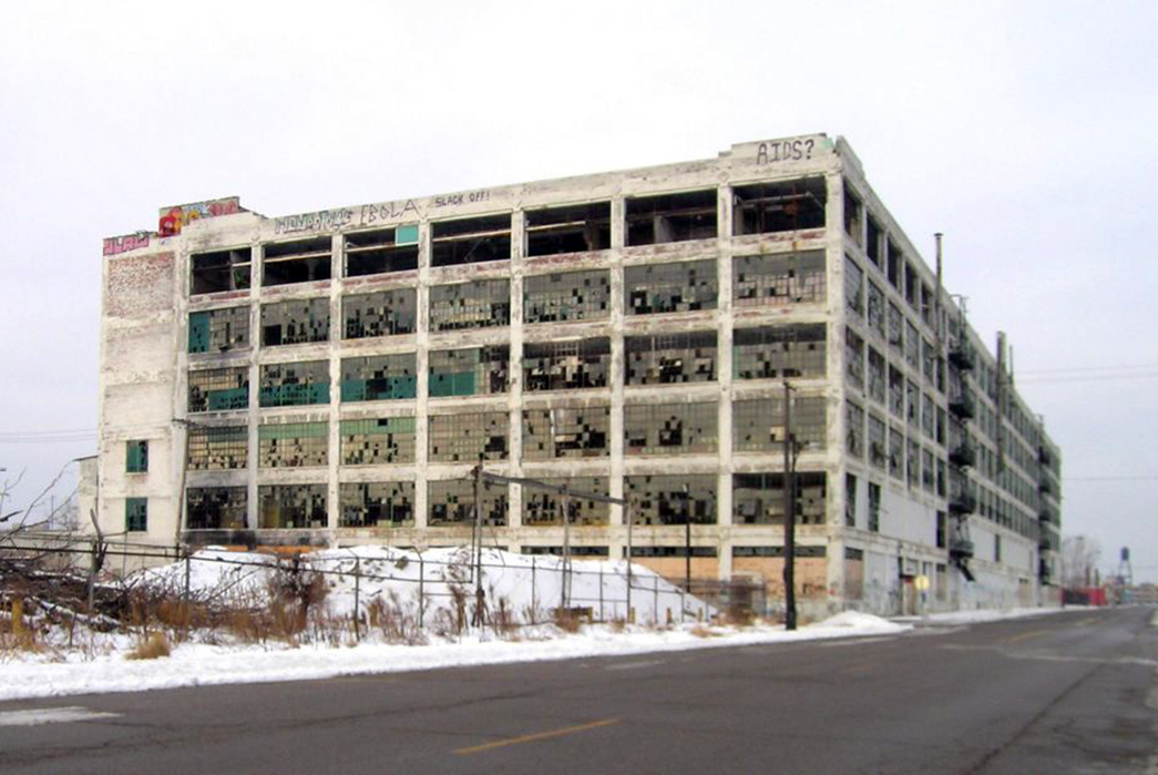 Pandemic-and-America-without-Manufacturing-Empty-Packard-Plant-in-Detroit.-Image-via-Hemmings.