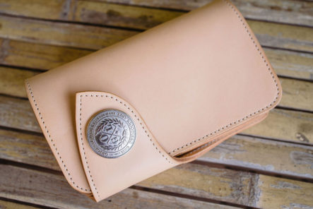 Take-Flight-With-Obbi-Good-Label's-Condor-Mid-Wallet-beige-closed